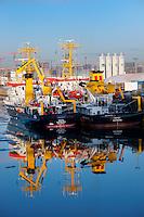 Wega und Komet im Hamburger Hafen: EUROPA, DEUTSCHLAND, HAMBURG, (EUROPE, GERMANY), 23.01.2013 Die Vermessungsschiffe Wega und Komet zur Winterpause im Hamburger Hafen