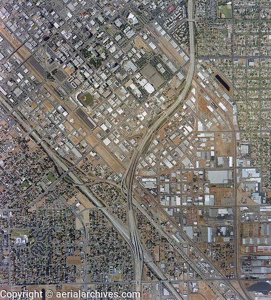 historical aerial photo map of Fresno, California, 2002