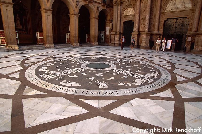 Spanien, Katalonien,  Montserrat, Kloster, Innenhof der Kirche