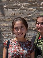 junge Frauen in Xiva, Usbekistan, Asien<br /> young women, historic city Ichan Qala, Chiwa, Uzbekistan, Asia