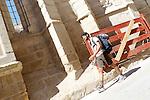 Viana.Navarra.Espana.Viana.Navarra.Spain.Un peregrino camina junto a las ruinas de la iglesia de San Pedro..A pilgrim walks near the ruins of the church of San Pedro..(ALTERPHOTOS/Alfaqui/Acero)