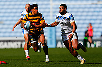 25th April 2021; Ricoh Arena, Coventry, West Midlands, England; English Premiership Rugby, Wasps versus Bath Rugby; Malakai Fekitoa of Wasps looks to beat Joe Cokanasiga of Bath Rugby