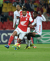 BOGOTA- COLOMBIA -04 -02-2014: Yulian Anchico (Izq.) jugador de Independiente Santa Fe disputa el balón con Avimiled Rivas (Der.) jugador de Patriotas FC en durante partido de la tercera fecha de la Liga Postobon I 2014, jugado en el Nemesio Camacho El Campin de la ciudad de Bogota. / Yulian Anchico (L) player of Independiente Santa Fe vies for the ball with Avimiled Rivas (R) player of Patriotas FC during a match for the thrid date of the Liga Postobon I 2014 at the Nemesio Camacho El Campin Stadium in Bogoto city. Photo: VizzorImage  / Luis Ramirez / Staff