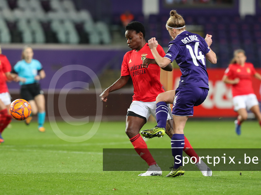 Christy Onyenaturuchi Ucheibe (16 Benfica) and Laura Deloose (14 Anderlecht) in action  during a female soccer game between RSC Anderlecht Dames and Portugese Benfica Ladies  in the second qualifying round for the Uefa Womens Champions League of the 2020 - 2021 season , Wednesday 18 th of November 2020  in ANDERLECHT , Belgium . PHOTO SPORTPIX.BE | SPP | SEVIL OKTEM