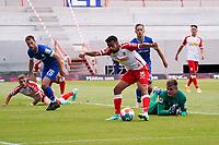 Sarpreet Singh (Jahn Regensburg) setzt sich gegen Matthias Bader (SV Darmstadt 98) und Torwart Marten Behrens (SV Darmstadt 98) durch und erzielt das Tor zum 0:1<br /> <br /> - 24.07.2021 Fussball 2. Bundesliga, Saison 21/22, Spieltag 1, SV Darmstadt 98 - SV Jahn Regensburg, Stadion am Boellenfalltor, emonline, emspor, <br /> <br /> Foto: Marc Schueler/Sportpics.de<br /> Nur für journalistische Zwecke. Only for editorial use. (DFL/DFB REGULATIONS PROHIBIT ANY USE OF PHOTOGRAPHS as IMAGE SEQUENCES and/or QUASI-VIDEO)