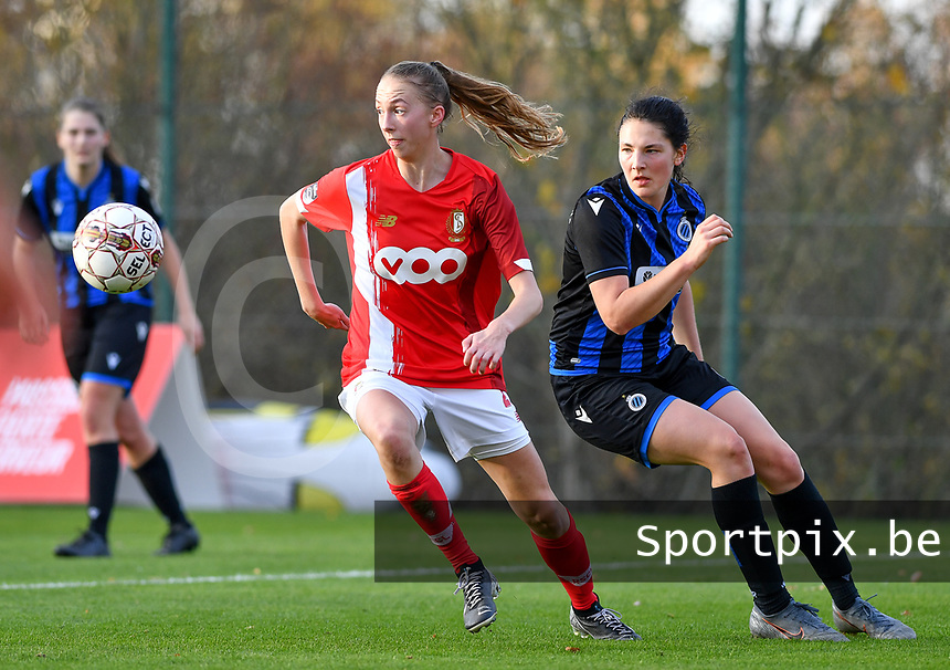 Lisa Petry  of Standard (21) pictured with Frieke Temmerman (17 Brugge) during a female soccer game between Standard Femina de Liege and Club Brugge YLA on the seventh matchday of the 2020 - 2021 season of Belgian Scooore Womens Super League , saturday 14 th of November 2020  in Angleur , Belgium . PHOTO SPORTPIX.BE | SPP | DAVID CATRY