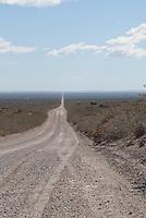 Gravel weg door de Pampa, eindeloos.