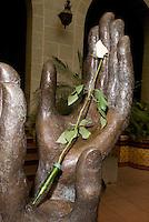 Guatemala, im Palacio Nacional (Nationalpalast) in Guatemala-City, Skulptur des Künstlers Luis Carlos anlässlich des Friedensvertrags von 1996