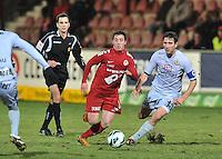 KV Kortrijk - KV Mechelen : duel om de bal tussen Brecht Dejaegere (midden) en Maxime Biset (rechts).foto VDB / BART VANDENBROUCKE