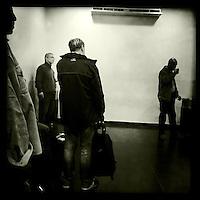 Die Smoker-Lounge im Flughafen von Kairo.<br /> 20.12.2014, Kairo/Aegypten<br /> Copyright: Christian-Ditsch.de<br /> [Inhaltsveraendernde Manipulation des Fotos nur nach ausdruecklicher Genehmigung des Fotografen. Vereinbarungen ueber Abtretung von Persoenlichkeitsrechten/Model Release der abgebildeten Person/Personen liegen nicht vor. NO MODEL RELEASE! Nur fuer Redaktionelle Zwecke. Don't publish without copyright Christian-Ditsch.de, Veroeffentlichung nur mit Fotografennennung, sowie gegen Honorar, MwSt. und Beleg. Konto: I N G - D i B a, IBAN DE58500105175400192269, BIC INGDDEFFXXX, Kontakt: post@christian-ditsch.de<br /> Bei der Bearbeitung der Dateiinformationen darf die Urheberkennzeichnung in den EXIF- und  IPTC-Daten nicht entfernt werden, diese sind in digitalen Medien nach §95c UrhG rechtlich geschuetzt. Der Urhebervermerk wird gemaess §13 UrhG verlangt.]