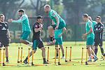 15.09.2020, Trainingsgelaende am wohninvest WESERSTADION - Platz 12, Bremen, GER, 1.FBL, Werder Bremen Training<br /> <br /> Aufwaermtraining / Dehnuebung / Springuebung<br /> <br /> Leonardo Bittencourt  (Werder Bremen #10)<br /> Davy Klaassen (Werder Bremen #30)<br /> <br /> Foto © nordphoto / Kokenge