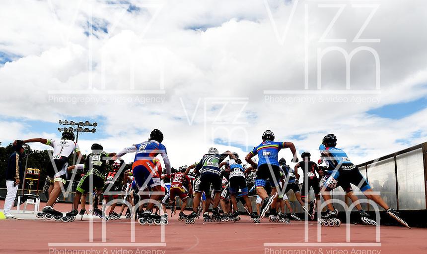BOGOTA - COLOMBIA - 27-01-2017: Patinadores durante la prueba de los 15000 metros Eliminacion Mayores Varones, en la IV Valida Nacional Interclubes de Carreras 2017 en el Patinodromo El Salitre de la ciudad de Bogota. / Skater during the test of the 15000 meters Elimination Senior Men as part of the IV Interclubs National Valid of Speed Race 2017 at El Salitre Patinodromo in Bogota city Photo: VizzorImage / Luis Ramirez / Staff.