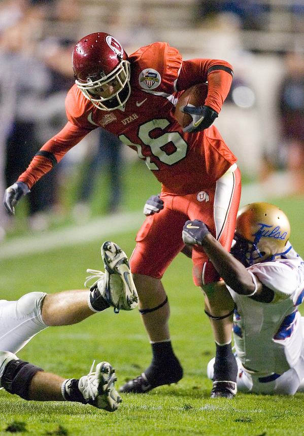 23 December 2006: Utah receiver Nick Henderson is tackled by a Tulsa defender during the 2006 Bell Helicopters Armed Forces Bowl between The University of Tulsa and The University of Utah at Amon G. Carter Stadium in Fort Worth, TX.
