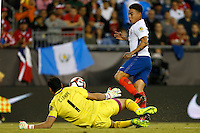 Action photo during the match Chile vs Bolivia at Gillette Stadium Copa America Centenario 2016. ---Foto  de accion durante el partido Chile vs Bolivia, En el Estadio Gillette, Partido Correspondiante al Grupo - D -  de la Copa America Centenario USA 2016, en la foto: (i)-(d) Carlos Lampe, Eduardo Vargas<br /> <br /> --- 10/06/2016/MEXSPORT/PHOTOSPORT/ Andres Pina