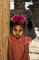 "Asie/Birmanie/Myanmar/Bagan: Pagode ""Ananda"" - Jeune birmane"