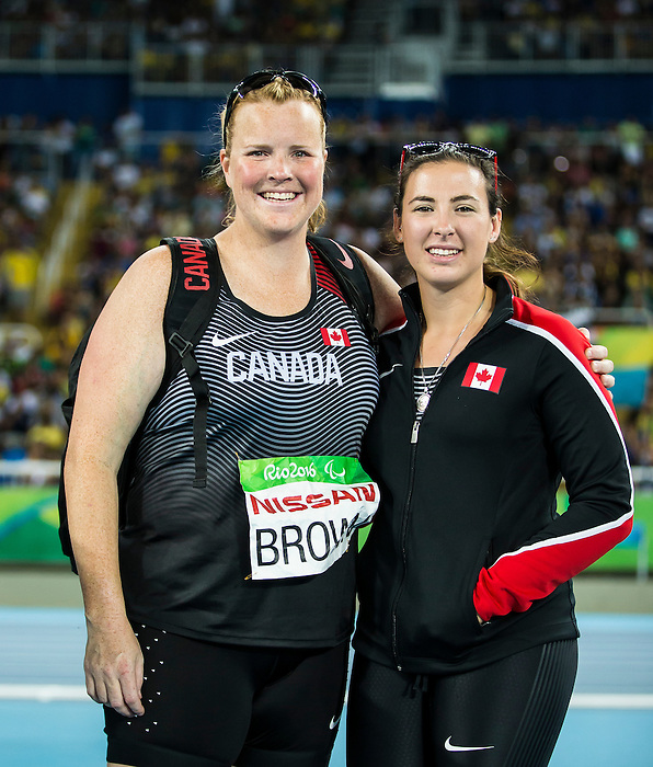Jen Brown and Renee Foessel, Rio 2016 - Para Athletics // Para athlétisme.<br /> Jen Brown and Renee Foessel compete in the women's F38 discus final // Jen Brown and Renee Foessel participent à la finale féminine du disque F38. 17/09/2016.