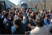 Pictured: Authorities attempt to give migrants a lift in waiting coaches Thursday 25 February 2016<br /> Re: Hundreds of migrants, including families with young children, that were stranded at Tempe in central Greece, were forced to walk on foot on the motorway to reach Idomen, about 168 kilometres away, in the northern part of the country, at the Greek FYRO Macedonian border. Local police were at first escorting them, then made sure that they were safely transported on coaches.