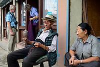 NEPAL Kathmandu, Jawalakhel tibetan refugee camp / tibetische Fluechtlinge, Jawalakhel Fluechtlingslager, Teppichfabrik JHC Jawalakhel Handicraft Center, showroom