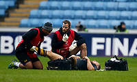 Photo: Richard Lane/Richard Lane Photography. Wasps v Stade Rochelais.  European Rugby Champions Cup. 17/12/2017. Wasps' Jimmy Gopperth receives medical treatment from physios' Ali James and Jamie Hamment.