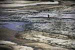 November 2002-Playa de Caión, A Laracha, A Coruña. The Prestige tanker broke apart and sank November 19 off the coast of Spain, spilling an estimated 17,000 tons of oil into the sea and taking 60,000 tons to the bottom with it. © Pedro Armestre..El desastre del Prestige se produjo cuando un buque petrolero monocasco resultó accidentado el 13 de noviembre de 2002, mientras transitaba cargado con 77.000 toneladas de petróleo, frente a la costa de la Muerte, en el noroeste de España, y tras varios días de maniobra para su alejamiento de la costa gallega, acabó hundido a unos 250 km de la misma. La marea negra provocada por el vertido resultante causó una de las catástrofes medioambientales más grandes de la historia de la navegación, tanto por la cantidad de contaminantes liberados como por la extensión del área afectada, una zona comprendida desde el norte de Portugal hasta las Landas de Francia. El episodio tuvo una especial incidencia en Galicia, donde causó además una crisis política y una importante controversia en la opinión pública..El derrame de petróleo del Prestige ha sido considerado el tercer accidente más costoso de la historia. © Pedro Armestre