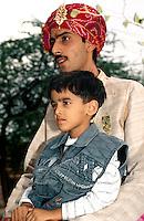 Bräutigam auf dem Weg zur Braut, Bikaner (Rajasthan), Indien.