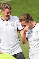 Bastian Schweinsteiger gratuliert Mario Götze zum 24. Geburtstag - Training der Deutschen Nationalmannschaft zur EM-Vorbereitung in Ascona, Schweiz