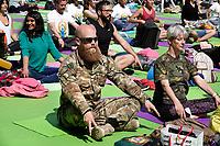 Nederland  Amsterdam - 2019.   International Day of Yoga. Internationale Yogadag op de Dam in Amsterdam. Militair doet mee met de oefeningen. Foto mag niet in negatieve / schadelijke context gepubliceerd worden.   Foto Berlinda van Dam / Hollandse Hoogte