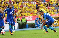 BARRANQUILLA - COLOMBIA -05-09-2017: Radamel Falcao (Izq) jugador de Colombia disputa el balón con Marquinhos  (Der) jugador de Brasil durante partido de la fecha 16 para la clasificación sudamericana a la Copa Mundial de la FIFA Rusia 2018 jugado en el estadio Metropolitano Roberto Melendez en Barranquilla. /  Radamel Falcao (L) player of Colombia fights the ball with Marquinhos(R) player of Brazil during match of the date 16 for the qualifier to FIFA World Cup Russia 2018 played at Metropolitan stadium Roberto Melendez in Barranquilla. Photo: VizzorImage / Nelson Rios / Cont
