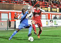 KV Kortrijk - KRC Genk : duel tussen Derrick Tshimanga (links) en Pablo Chavarria.foto VDB / BART VANDENBROUCKE