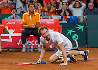 The Hague, The Netherlands, September 16, 2017,  Sportcampus , Davis Cup Netherlands - Chech Republic, Doubles :  Matwe Middelkoop (NED) falls on the clay in front of captain Paul Haarhuis<br /> Photo: Tennisimages/Henk Koster