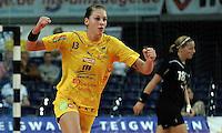 """1. Bundesliga Handball Damen - Frauen Handball BL DHB - Arena Leipzig - HC Leipzig : TSV Bayer 04 Leverkusen """"Handballelfen"""" - im Bild: Luisa Schulze (HCL) jubelt - hinten Leverkusenerin Laura Steinbach. Foto: Norman Rembarz..Norman Rembarz , Autorennummer 41043728 , Augustenstrt. 2, 04317 Leipzig, Tel.: 01794887569, Hypovereinsbank: BLZ: 86020086, KN: 357889472, St.Nr.: 231/261/06432 - Jegliche kommerzielle Nutzung ist honorar- und mehrwertsteuerpflichtig! Persönlichkeitsrechte sind zu wahren. Es wird keine Haftung übernommen bei Verletzung von Rechten Dritter. Autoren-Nennung gem. §13 UrhGes. wird verlangt. Weitergabe an Dritte nur nach  vorheriger Absprache.."""