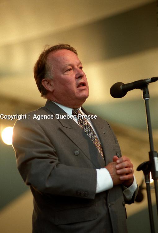 Bernard Landry presente<br />  l'OSM en plein air<br /> circa 2000<br /> <br /> <br /> PHOTO :  Agence Quebec Presse