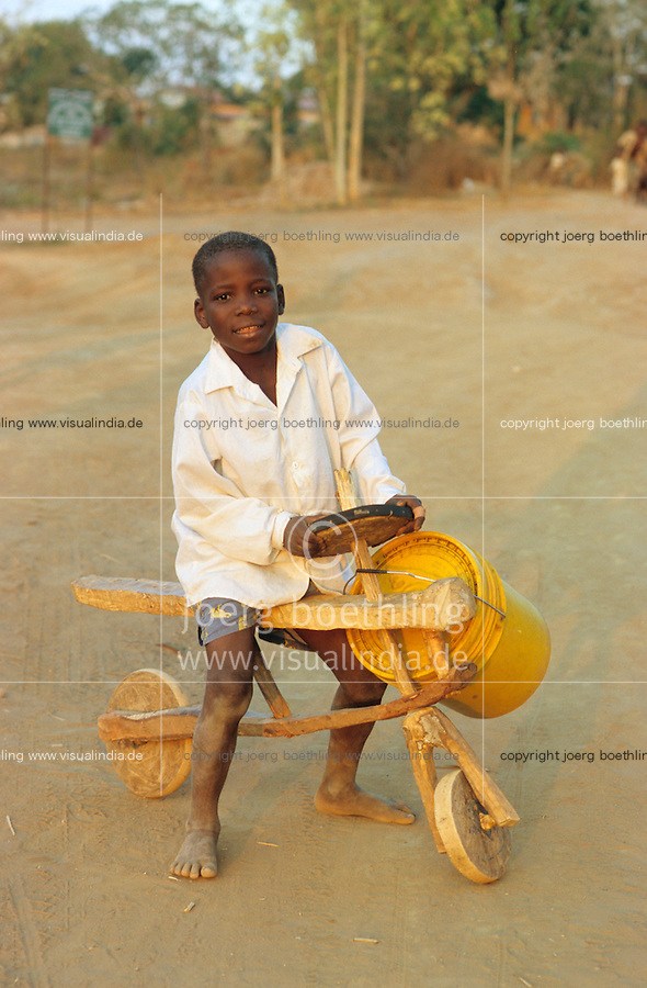 TANZANIA, Handeni, boy with wooden scooter called Chukudu / TANSANIA, Handeni, Junge mit Holzroller