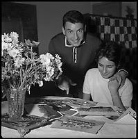 Domicile de Jean Mouthon. 15 Novembre 1960. Vue de Jean Mouthon et de sa femme,