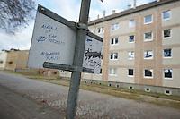 """Zum 75. Jahrestag der Reichspogromnacht marschierten bis zu 200 Neonazis von der NPD durch die mecklenburgische Kleinstadt Friedland und protestierten gegen ein geplantes Fluechtlingsheim.<br />Mehrere hundert Gegendemonstranten demonstrieten lautstark gegen den Aufmarsch.<br />300 Polizeibeamte sicherten den reibungslosen Ablauf der NPD-Veranstaltung.<br />Im Bild: Ein Schild mit """"Auslaender Raus"""" vor der geplanten Fluechtlingsunterkunft.<br />9.11.2013, Berlin<br />Copyright: Christian-Ditsch.de<br />[Inhaltsveraendernde Manipulation des Fotos nur nach ausdruecklicher Genehmigung des Fotografen. Vereinbarungen ueber Abtretung von Persoenlichkeitsrechten/Model Release der abgebildeten Person/Personen liegen nicht vor. NO MODEL RELEASE! Don't publish without copyright Christian Ditsch/version-foto.de, Veroeffentlichung nur mit Fotografennennung, sowie gegen Honorar, MwSt. und Beleg. Konto:, I N G - D i B a, IBAN DE58500105175400192269, BIC INGDDEFFXXX, Kontakt: post@christian-ditsch.de.<br />Urhebervermerk wird gemaess Paragraph 13 UHG verlangt.]"""