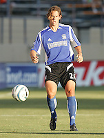 6 August 2005: Kelly Gray of the Earthquakes in action against the Crew at Spartan Stadium in San Jose, California.   Earthquakes defeated Crew, 2-1.   Credit: Michael Pimentel / ISI