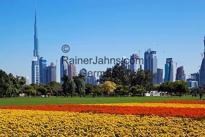 United Arab Emirates, Dubai: View of Burj Khalifa (world's tallest building) and Dubai skyline from Al Safa Park   Vereinigte Arabische Emirate, Dubai: Al Safa Park und Skyline mit dem Burj Khalifa