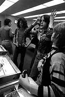 Jeunesse dans les arcades en 1974<br /> <br /> PHOTO : Alain Renaud<br />  - Agence Quebec Presse