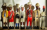 African Souvenirs, colonial wooden figures with Pith helmet / Souvenir aus Afrika, koloniale Holzfiguren mit Tropenhelm