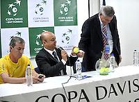 CALI - COLOMBIA – 03-04-2014: Gabriel Sanchez (Izq.), Presidente de la Federacion Colombiana de Tenis, Ricardo Reiz (Cent.) Referee la Federacion Internacional de Tenis (FIT) y Sergio Olivares (Der.), de la Federacion de tenis de Republica Dominicana, durante sorteo de la Copa Davis entre los equipos de Colombia y Republica Dominicana, en el que quedaron definidos el orden de los partidos, a primera hora juegan Santiago Giraldo  de Colombia y Jose Hernandez de Republica Dominicana y a segunda hora juegan Alejandero Falla de Colombia y Victor Estrella de Republica Dominicana, partidos de la serie final del Grupo I de la Zona Americana de Copa Davis por BNP Paribas. / Gabriel Sanchez (L), President of the Colombian Tennis Federation, Ricardo Reiz (C) Referee of the International Tennis Federation (ITF) and Sergio Olivares (R) of the Tennis Federation of Dominican Republic, during the Davis Cup draw between teams from Colombia and the Dominican Republic, which were defined by the matches, early play Santiago Giraldo of Colombia and Jose Hernandez of the Dominican Republic and second hour playing Alejandro Falla of Colombia and Victor Estrella of Dominican Republic, the final series of matches in Group I of the American Zone Davis Cup by BNP Paribas./ Photo: VizzorImage / Luis Ramirez / Staff.