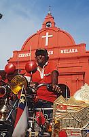 Asie/Malaisie/Malacca: Chauffeur de Pousse-pousse devant Christ Church