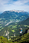 Deutschland, Bayern, Oberbayern, Berchtesgadener Land, Schoenau am Koenigssee: mit der Jennerbahn hinauf zum Jenner, im Tal liegt Berchtesgaden, dahinter der Untersberg | Germany, Upper Bavaria, Berchtesgadener Land, Schoenau am Koenigssee: with Jennerbahn cable car to Jenner summit, at background Berchtesgaden and Untersberg mountain