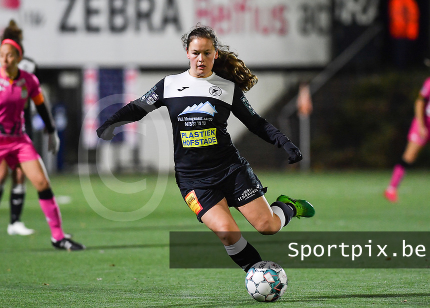 Aalst's Valentine Hannecart pictured during a female soccer game between Sporting Charleroi and Eendracht Aalst on the 8th  matchday of the 2020 - 2021 season of Belgian Scooore Womens Super League , friday 20 th of November 2020  in Marcinelle , Belgium . PHOTO SPORTPIX.BE | SPP | DAVID CATRY