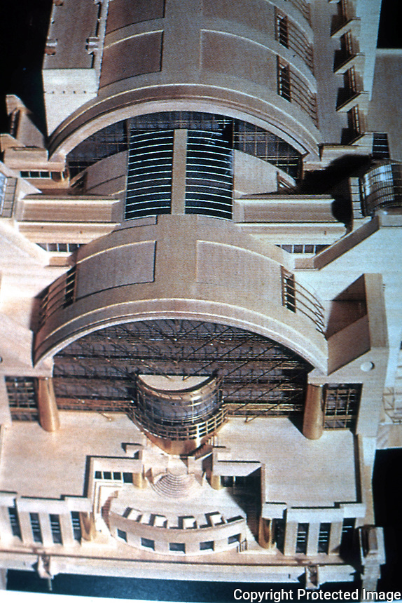 London: Embankment Place, Model. Terry Farrell. ARCH. DES. 70.