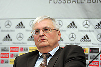 DFB-Praesident Dr. Theo Zwanziger<br /> DFB Pressekonferenz, DFB-Zentrale Frankfurt<br /> *** Local Caption *** Foto ist honorarpflichtig! zzgl. gesetzl. MwSt. Es gelten ausschließlich unsere unter <br /> <br /> Auf Anfrage in hoeherer Qualitaet/Aufloesung. Belegexemplar an: Marc Schueler, Am Ziegelfalltor 4, 64625 Bensheim, Tel. +49 (0) 6251 86 96 134, www.gameday-mediaservices.de. Email: marc.schueler@gameday-mediaservices.de, Bankverbindung: Volksbank Bergstrasse, Kto.: 151297, BLZ: 50960101<br /> <br /> Adler Mannheim vs. Hamburg Freezers, SAP Arena<br /> *** Local Caption *** Foto ist honorarpflichtig! zzgl. gesetzl. MwSt. Es gelten ausschließlich unsere unter <br /> <br /> Auf Anfrage in hoeherer Qualitaet/Aufloesung. Belegexemplar an: Marc Schueler, Am Ziegelfalltor 4, 64625 Bensheim, Tel. +49 (0) 6251 86 96 134, www.gameday-mediaservices.de. Email: marc.schueler@gameday-mediaservices.de, Bankverbindung: Volksbank Bergstrasse, Kto.: 151297, BLZ: 50960101