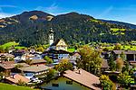 Oesterreich, Tirol, Kaiserwinkl, Soell mit Pfarrkiche hl. Petrus und Paulus | Austria, Tyrol, village Soell with parish church holy Petrus and Paulus