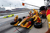 Verizon IndyCar Series<br /> Iowa Corn 300<br /> Iowa Speedway, Newton, IA USA<br /> Sunday 9 July 2017<br /> Ryan Hunter-Reay, Andretti Autosport Honda pit stop<br /> World Copyright: Michael L. Levitt<br /> LAT Images
