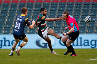 6th February 2021; Mattoli Woods Welford Road Stadium, Leicester, Midlands, England; Premiership Rugby, Leicester Tigers versus Worcester Warriors; Referee Andrew Jackson ducks as Zack Henry of Leicester Tigers clears under pressure from Gareth Simpson of Worcester Warriors