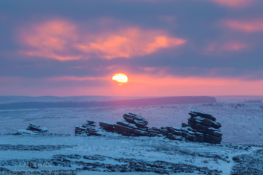 Sunrise on Derwent Edge, looking on towards the Wheel Stones. Peak District National Park, January.