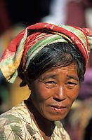 Asie/Birmanie/Myanmar/Plateau Shan/Lac Inle: MArché de Mang Thawk - Portrait de birmane